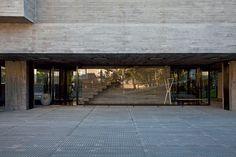 Confira o encantador projeto do arquiteto Marcos Bertoldi em Curitiba - piso de grade metalica