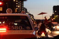 タクシーの車窓から。都市に息づく非日常の祭。 祇園祭 京都 kyoto gion festival