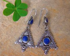 Silver and lapis lazuli earrings. Pendientes de plata antigua. Pendientes Afganistán. Joyería étnica. Pendientes étnicos. Afghan Jewellery.