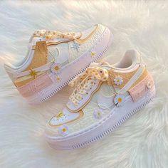 Dr Shoes, Swag Shoes, Cute Nike Shoes, Cute Nikes, Hype Shoes, Me Too Shoes, Shoes Jordans, Shoes Cool, Nike Custom Shoes