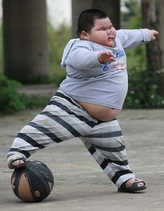 Obesity is affecting our children. Limiting them physically and making them more at risk for developing type II diabetes. The common baby fat jokes aren't as funny in Fat Chinese Kid Meme, Colon Health, Baby Fat, Childhood Obesity, Today Episode, Funny Kids, It's Funny, Funny Shit, Funny Stuff