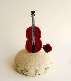 violine and rose pin
