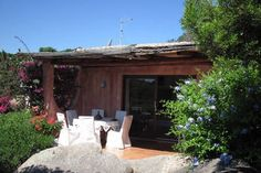 Dai un'occhiata a questo fantastico annuncio su Airbnb: Villa, pochi passi dalla piazzetta di Porto Rafael - Ville in affitto a Punta Sardegna
