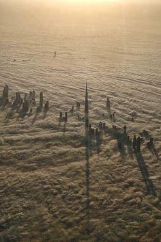 I grattacieli di #Dubai, tra cui la titanica #BurjKhalifa Tower, che fendono la coltre di nuvole per sfidare il cielo d'oriente.