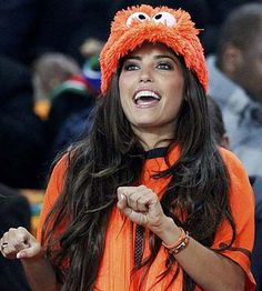 The Hottest Fans by Country at the 2014 FIFA World Cup. Netherlands - Hottest Dutch soccer fan of them all just so happens to be married to one of the soccer team's biggest stars. This is Wesley Sneijder's crazy hot wife, Yolanthe. Football Love, Football Girls, Football Match, Football Fans, Female Football, Women's World Cup, World Cup 2014, Fifa World Cup, Soccer Fans