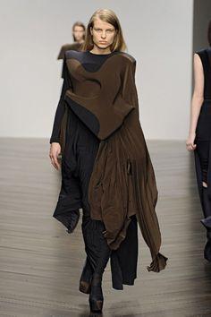 http://i2.wp.com/1granary.com/wp-content/uploads/2013/04/1granary_1granary.com_central_saint_martins_design_ma_fashion_show_toma_stenko_2013_1003.jpg?fit=750%2C1024