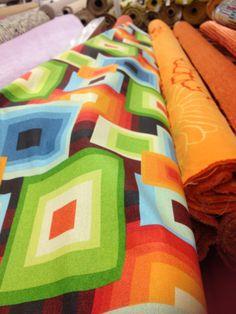 Retro stoffen Fabrics, Quilts, Blanket, Retro, Tejidos, Quilt Sets, Blankets, Log Cabin Quilts, Cloths