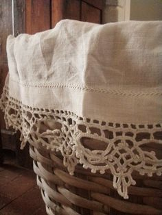 Embroidered linen with crochet lace edging ~~ píxeles Antique Lace, Vintage Lace, Vintage Baskets, Linens And Lace, Vintage Textiles, Crochet Lace, Crochet Edgings, Crochet Trim, Crochet Motif