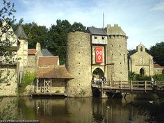 Château du Puit du Fou, situé sur la commune des Epesses, Vendée, Pays de Loire, France.