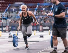 Sara Sigmundsdottir: 2016 CrossFit Meridian Regional Champion. I love how she's always smiling!!