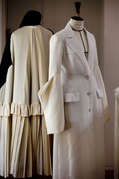 Dior's Haute Couture Expertise Dior Fashion, Fashion Sewing, Fashion Art, Fashion Show, Fashion Dresses, Dior Haute Couture, Costura Fashion, Raf Simons, Couture Sewing