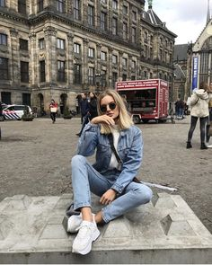 This pin was discovered by emily wayman. Outfit Look, Denim Outfit, Photography Poses, Fashion Photography, Amsterdam Photos, Fashion Models, Fashion Outfits, Outfit Invierno, Sitting Poses