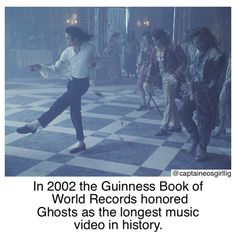 Michael Jackson's Ghost Haunting Home Michael Jackson Ghosts, Michael Jackson Pics, Jackson Life, Jackson Family, Ghost Hauntings, Guinness World, Guinness Book, Ghost Photos, King Of Music
