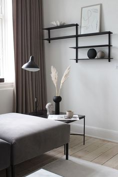 Concrete garages Scandinavian interior inspiration Beautiful Silk Flowers Article Body: Nothing is a Nordic Living Room, My Living Room, Interior Design Living Room, Living Room Designs, Pastel Interior, Interior Styling, Living Room Decor Inspiration, Interior Inspiration, Scandinavian Interior