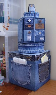 Old Jeans DIY Reuse Ideas - MB Desire DIY and Crafts. Really interesting and original idea, could make a storage solution a bit more personal and eye-catching. Good idea - Jeans or Anything to recover random, cheaper storage boxes/cubes Old Jeans DIY Reus Jean Crafts, Denim Crafts, Diy Recycling, Upcycle, Denim Ideas, Denim Bag, Recycled Crafts, Home Accessories, Repurposed