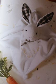 Les Fées Tisseuses :: Tuto du doudou lapin ! Baby Couture, Couture Sewing, Baby Crafts, Crafts For Kids, Diy Bebe, Homemade Toys, Waldorf Dolls, Knitting For Kids, Fabric Dolls