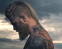 The Men's Undercut for 2016 http://www.menshairstyletrends.com/the-undercut-for-2016/