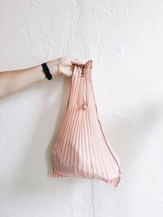 kNA plus vertical pleated bag in pink