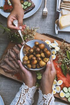 A Midsummer Celebration – HonestlyYUM A Food, Food And Drink, Scandinavian Food, Summer Parties, Food Styling, Food Photography, Food Porn, Yummy Food, Snacks