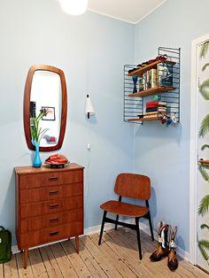 Retro, teak, String shelf... I'd like something like this for our hall.