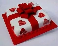 Would be cute Valentines Cake Cake Icing Tips, Fondant Cake Designs, Fondant Cakes, Cupcake Cakes, Cute Cakes, Pretty Cakes, Gift Box Cakes, Heart Cakes, Valentines Day Cakes