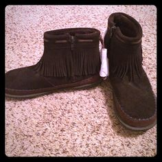 Woolrich size 7 moccasin ankle boots, brand new Woolrich moccasin ankle boots. They are brand new, size 7. They are lined and zip up the side. Woolrich Shoes Moccasins