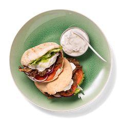 Gyros er smaken av Hellas, med saftig kjøtt og frisk tzatziki. Gyros passer både som middag og helgekos.