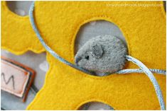 The mouse and the cheese - adorable ideas for quiet books! Not in English... but the pics are amazing.
