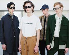 Si Londres avait su puiser son inspiration en sa décision de quitter lEurope Milan qui lui reste attachée cherche une nouvelle direction pour sa mode que la formalité complexe. À coups de jeunes créateurs joggings velours et K-Way Swarovski. Photo : @Sunnei. Texte : @EdouardRisselet. #Fashion #FashionWeek #Menswear #Fall2017 #FW #2017 #Milan #Milano #Italy #Sunnei #Model #London  via ANTIDOTE MAGAZINE OFFICIAL INSTAGRAM - Celebrity  Fashion  Haute Couture  Advertising  Culture  Beauty…