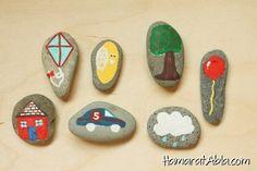 Taşları boyayarak birbirinden süslü ve kullanışlı eşyalar yapabilirsiniz. Deniz kenarından topladığınız taşların üzerini hoşunuza giden renk ve desenlerle boyayıp güzel süs eşyaları oluşturabilirsiniz.