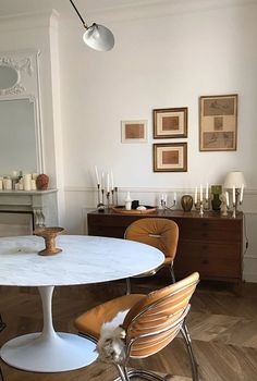 vintage modern dining room furnishings and decor. Interior Design Minimalist, Home Interior Design, Interior Decorating, Vintage Interior Design, Interior Sketch, Interior Plants, Interior Styling, Decorating Ideas, Dining Room Inspiration