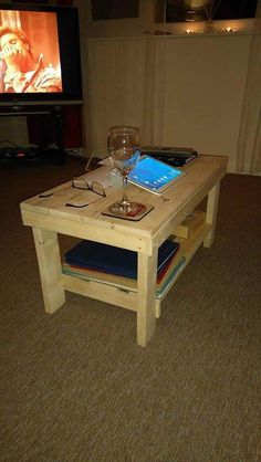 Pallet Coffee Table with Shelf Underneath | 101 Pallet Ideas