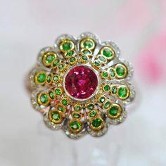 Garnet goals in this Tsavorite Garnet and Ruby ring by Ricardo Basta Fine Jewelry 💕 #ricardobasta #aotd #ring