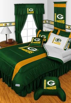 Green Bay Packers NFL Sidelines Room Comforter, Sheet Set and Shams Size Queen Green Bay Packers Fans, Nfl Green Bay, Oregon Ducks, Packers Baby, Go Packers, Greenbay Packers, Packers Football, Packers Gear, Queen Bedding Sets