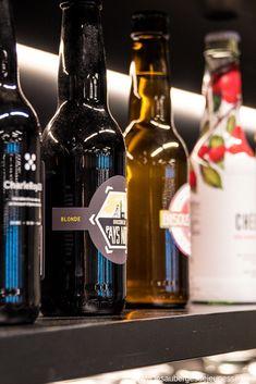 Visiter Charleroi et loger à l'Auberge de Jeunesse Visit Charleroi and stay at the Youth Hostel Beer Bottle, Wine, Drinks, Black, Youth, Drinking, Beverages, Black People, Beer Bottles