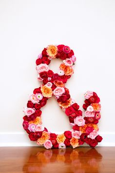 Make This Giant Fresh Flower Ampersand DIY is part of Fresh Flower crafts This week marks the second installment of my DIY series with Flower Muse And it's a fun one fun to make and fun to play - Giant Flowers, Fake Flowers, Diy Flowers, Giant Letters, Diy Letters, Flower Letters, Flower Crafts, Diy Wedding, Wedding Ideas