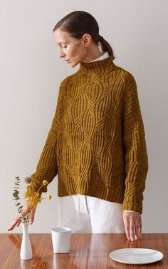 Knitting Patterns Chunky Knitwear is a staple for most of my autumn outfits, worn under suiting or tucked into skirts, and ch. Knitwear Fashion, Knit Fashion, Womens Knitwear, Pull Bleu Marine, Knitting Designs, Hand Knitting, Vogue Knitting, Knitting Sweaters, Pullover Sweaters