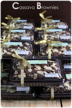 Chocolate Box Packaging, Brownie Packaging, Baking Packaging, Cake Packaging, Brownie Toppings, Brownie Batter, Brownie Cake, Brownie Recipes, Cupcake Recipes