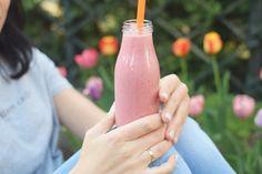 Koktajle na śniadanie - 5 przepisów - Niunioki by Katarzyna Anc-Szczepłek Hot Sauce Bottles, Junk Food, Smoothies, Food And Drink, Drinks, Eat, Cooking, Healthy, Dessert