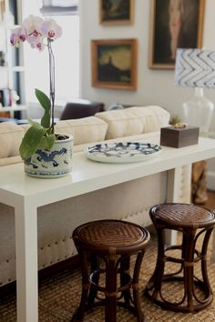 white parsons sofa table with rattan stools