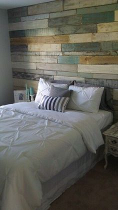 Discover recipes, home ideas, style inspiration and other ideas to try. Pallet Walls, Pallet Furniture, Pallet Wall Bedroom, Pallet Designs, Plank Walls, Dream Bedroom, Home Fashion, Home Projects, Sweet Home