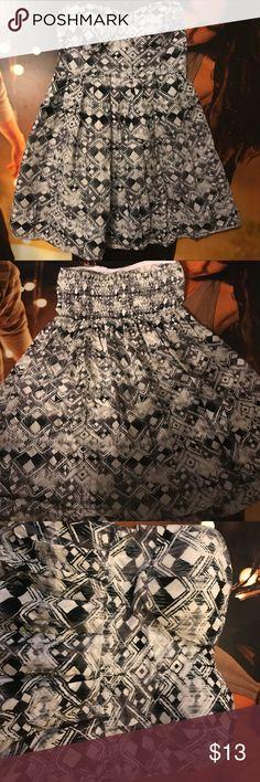 Sleeveless Derek Heart Dress Black and whit pattern, padded top, 24'' from top to bottom, only worn once Derek Heart Dresses Strapless