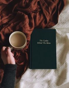Bookstagram - Kerrie Legend - Coffee and Books Autumn Aesthetic, Book Aesthetic, Aesthetic Black, Aesthetic Coffee, Good Books, Books To Read, Poses Photo, Coffee And Books, Poetry Books