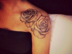 Tattoo schouder roos