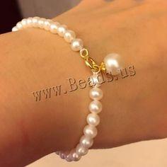 Coin Jewelry, Bead Jewellery, Beaded Jewelry, Jewelery, Beaded Bracelets, Pearl Necklace Designs, Beaded Necklace Patterns, Bracelet Designs, Gold Bangles Design