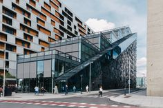 Barcode is part of the mixed-use development of Bjørvika, a former harbor area and highway intersection that expands Oslo city center. Dark teamed with MVRDV and A-Lab and won the international design competition for the development. The winning entr
