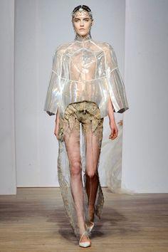 Yiqing Yin: o mar e a loucura na Alta Costura - Radar Weird Fashion, High Fashion, Fashion Beauty, Paris Fashion, Fashion Week, Fashion Show, Art Conceptual, Yiqing Yin, Haute Couture Gowns