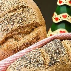 Ψωμί με λιναρόσπορο / Bread with linseed. Εντυπωσιακό και νόστιμο ψωμί με λιναρόσπορο. #linseed #linseedbread #homemadebread #breadideas #bread #sintagespareas #psomi #ψωμί #συνταγές #μαγειρική #greekrecipes #greekfood #greekfoodrecipes Pastry Dough Recipe, Types Of Bread, Bread And Pastries, Artisan Bread, Cornbread, Fries, Recipes, Food, Millet Bread