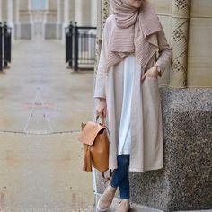 Neutral tones for the fall look from @esrakeskindemir • Bu @esrakeskindemir kombini Pastel tonlari sevenlere gelsin • #hijabfashion #hijabmodesty #hijabonline #fromwhereistand #hijabtutorial #hijab #hijabista #hijabstyle #hijaber #hijabstore #hijabdaily #modesty #modestfashion #fashion #hijabcantik #hijabmodern #muslimah #style #streeystyle #hijabhigh #hijabtrend #hijabcasual #abaya #hijabchic #chichijab #secilstore #streetstyle