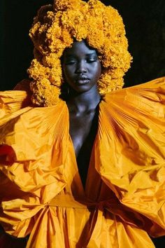 Valentino Fall 2018 Couture Fashion Show Details: See detail photos for Valentino Fall 2018 Couture collection. Look 100 Poses, Black Girl Aesthetic, Valentino Couture, Dark Skin Beauty, Floral Headpiece, Foto Art, My Black Is Beautiful, Black Models, African Beauty